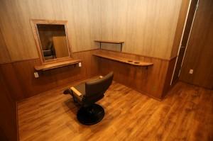 ナチュラルな木のデザインの美容室