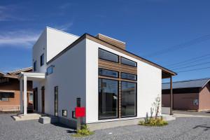 赤いポスト 店舗併用住宅 新築 玄関 フィックス窓