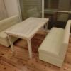 一角にはソファーとテーブルもあり、リビングとしての機能も兼ねています。中の家具は全てオリジナルで、バリで直接オーダーしました。