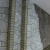 レンガの階段と乱形石の組み合わせています。