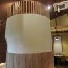 特徴的な円柱状の物体。ただの柱かと思いきやこれも客席なのです。