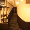 階段の床を貼りなおし、ノンスリップも取り替え、壁の塗装をリフォームしました。棚を新しく造り替え、焼酎置き場にしています。
