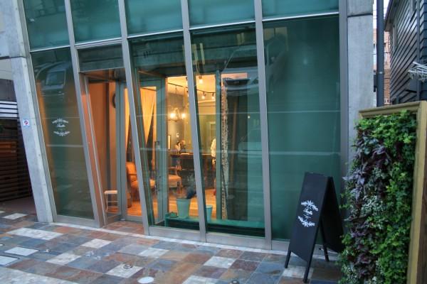 アコット シンプルなアンティーク家具で落ち着いたデザインの美容室 東京都世田谷区下北沢