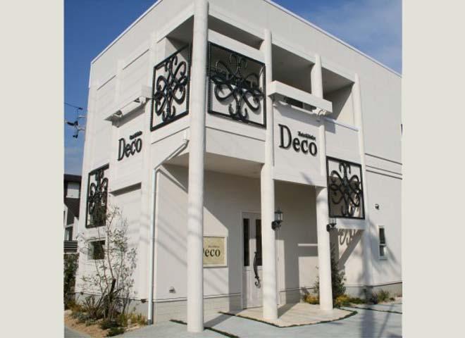 オリジナルアイアン&FRPパネルがポイント 美容室DECO 津市