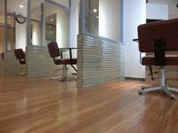 カラーガラスで間仕切りして個室感覚が味わえる美容室 DOI HAIR MAKE MOOD 三重県四日市の詳細はこちら