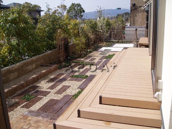 和洋折衷の庭にデッキと縁台~N様邸